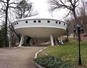 2_21_031308_saucer_house