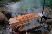 Cedar_plank_campfire